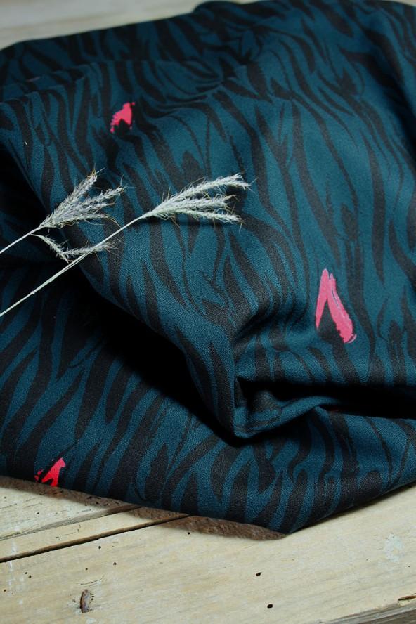 Tissu Zebra Vert Crêpe de Viscose Eglantine et Zoé zoom sur nos motifs exclusifs