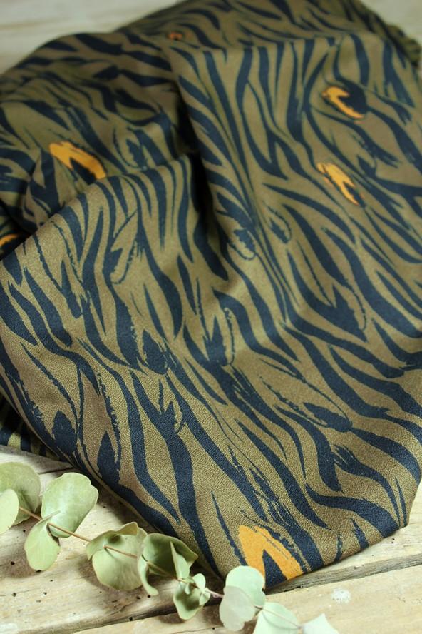 Tissu Zebra Kaki Crêpe de Viscose Eglantine et Zoé mixité animale et végétale