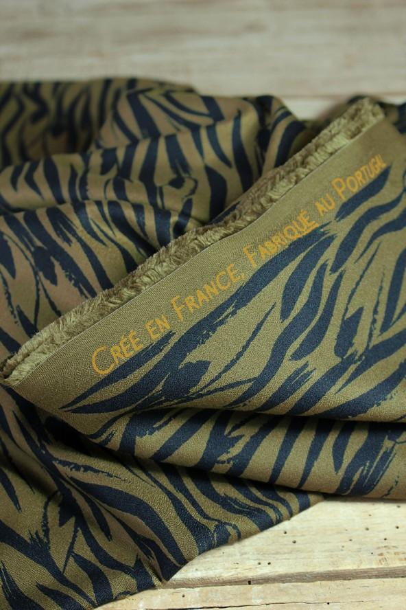 Tissu Zebra Kaki Crêpe de Viscose Eglantine et Zoé créé en France fabriqué au Portugal