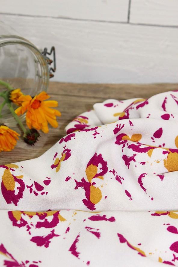 Tissu Clovers Nacre Crêpe de Viscose églantine et Zoé inspiration fleurs des champs