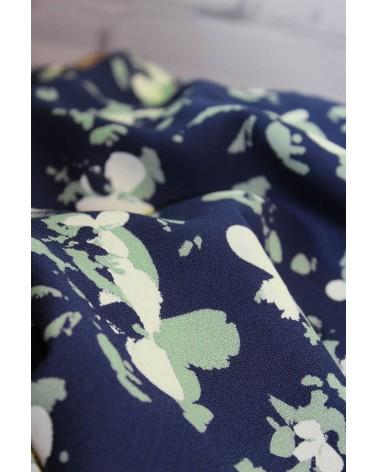 Tissu Clovers Bleu Atlantique Crêpe de Viscose églantine et Zoé souplesse du crêpe