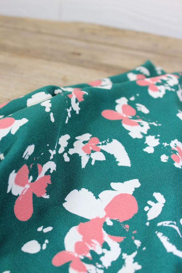 Tissu Clovers Vert Emeraude Crêpe de Viscose églantine et Zoé détails motifs
