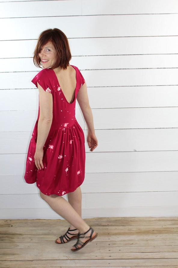 Tissu Windy Grenade Crêpe de Viscose robe rouge décolleté dans le dos