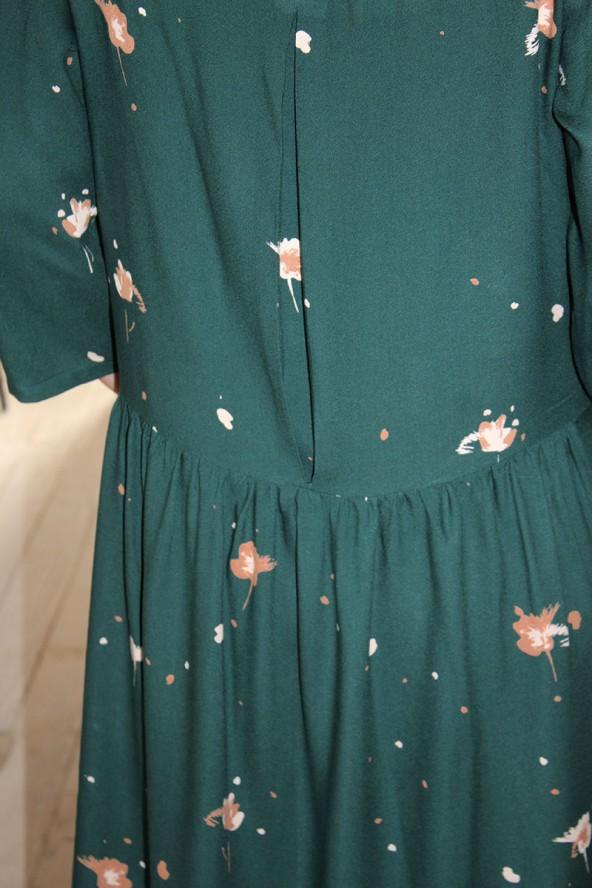 Tissu Windy Vert Sapin Crêpe de Viscose dos de la robe avec pli creux et fronces