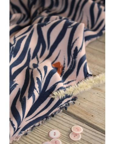 Tissu Crêpe de Viscose Zebra Rose Perle Eglantine et Zoé mercerie assortie rose