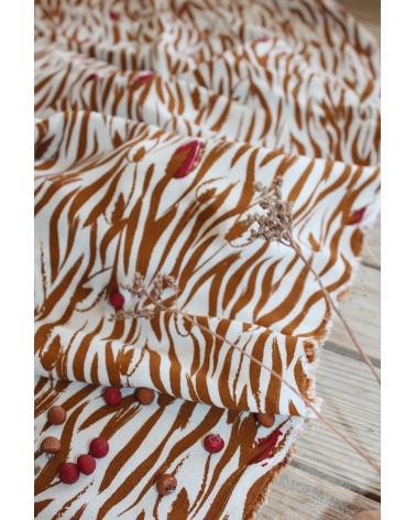 Tissu Crêpe de Viscose Zebra Nacre Eglantine et Zoé lianes caramel et rouge