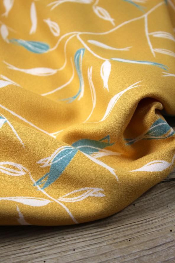 Zoom sur le Tissu Avena Jaune Soleil Crêpe de Viscose Eglantine et Zoé