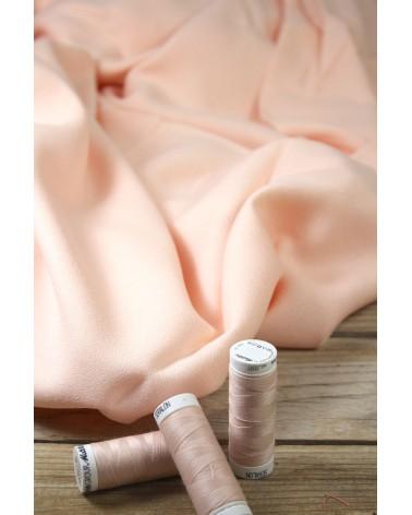 Zoom sur le Tissu Nude Crêpe de Viscose Eglantine et Zoé Teint et Imprimé au Portugal