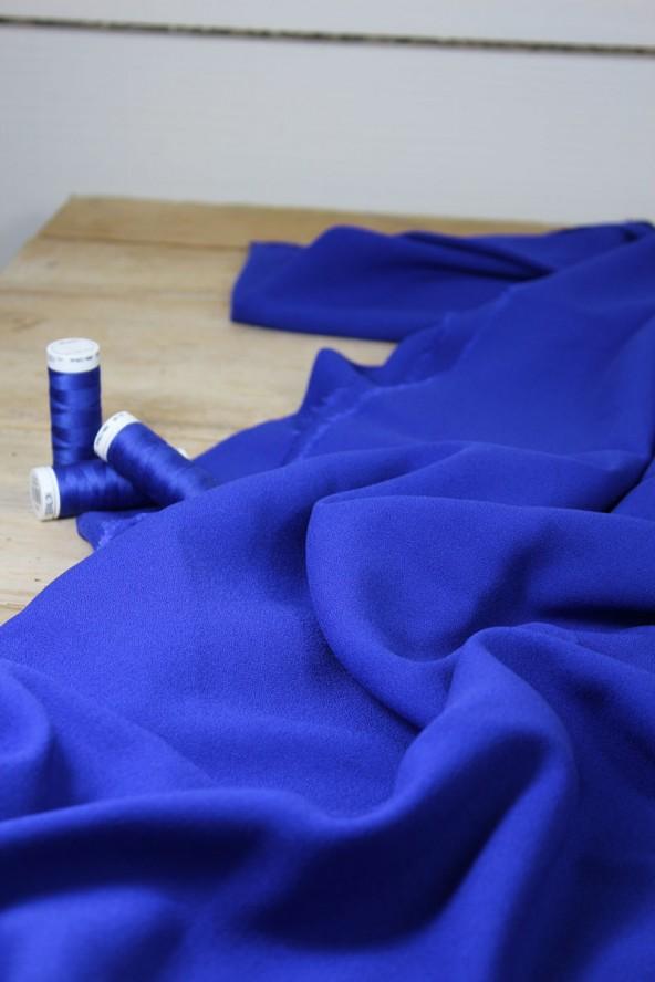 Tissu Bleu Royal Crêpe de Viscose Eglantine et Zoé pour vos vêtements cousus mains