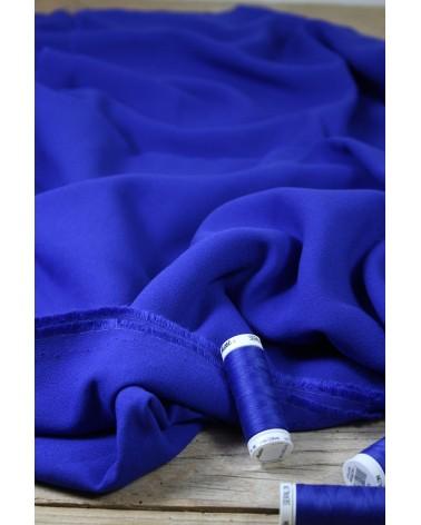 Tissu Bleu Royal Crêpe de Viscose Eglantine et Zoé avec bobines de fils assorties