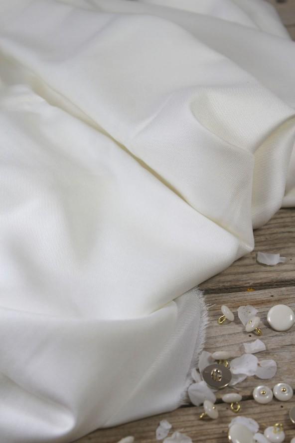 Tissu Nacre Sergé de Viscose Eglantine et Zoé Made in France