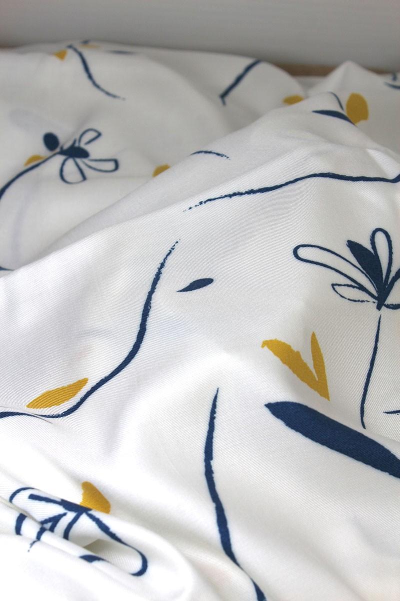 Zoom sur le Tissu Bloom Nacre Sergé de Viscose Eglantine et Zoé