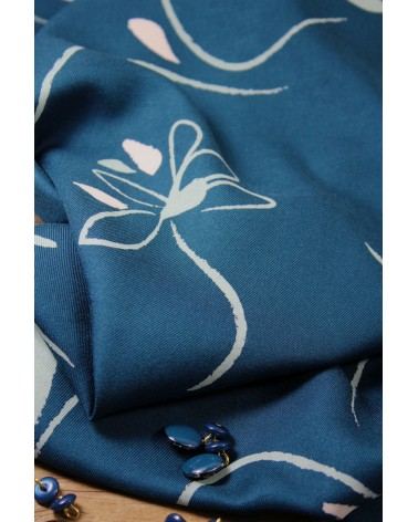 Zoom sur le Tissu Bloom Bleu Petrole Sergé de Viscose Eglantine et Zoé