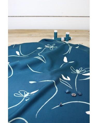 Tissu Bloom Bleu Petrole Sergé de Viscose Eglantine et Zoé non transparent