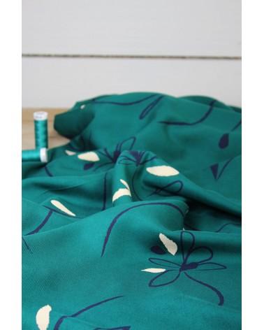 Tissu Bloom Vert Emeraude Sergé de Viscose Eglantine et Zoé pour coudre vos vêtements