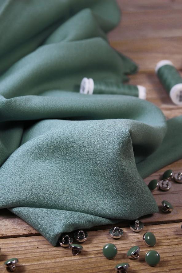Tissu Vert Sauge Crêpe de Viscose Eglantine et Zoé idéal pour coudre ses vetements