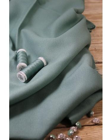 Tissu Vert Sauge Crêpe de Viscose Eglantine et Zoé fluide mais pas transparent