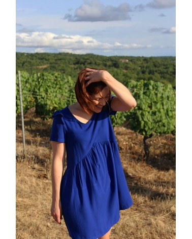 Robe fluide et non transparente cousue dans le crêpe de viscose Bleu Royal de Eglantine et Zoé