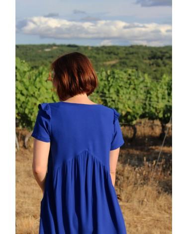 Robe de dos cousue dans le crêpe de viscose Bleu Royal de Eglantine et Zoé