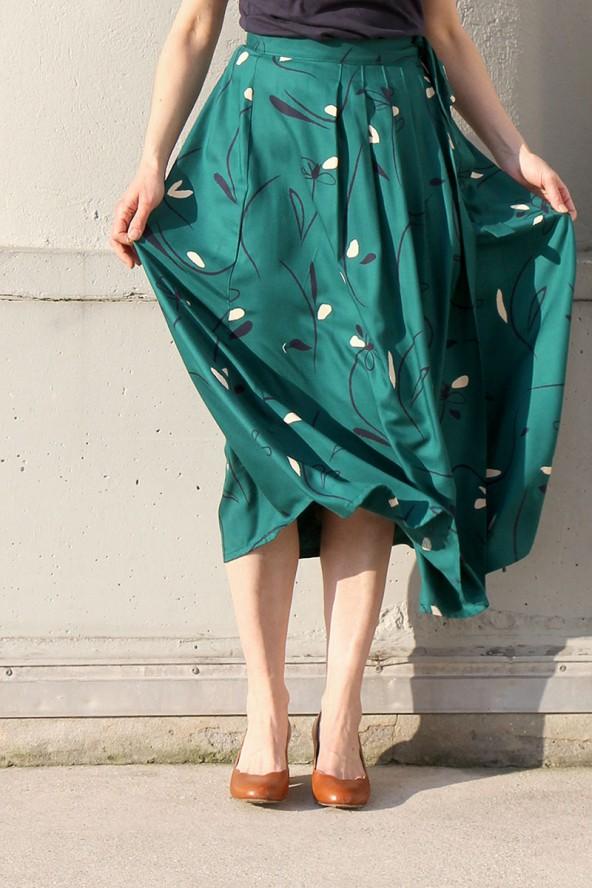 Tissu Bloom Vert Emeraude Eglantine et Zoe Crêpe de Viscose patron jupe longue jolie bobine