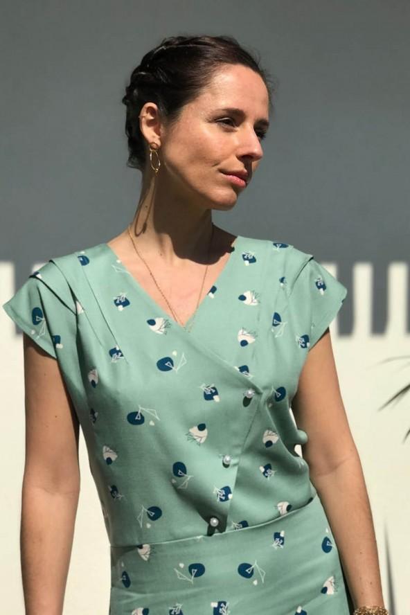 Tissu Stone Amande Sergé de Viscose Eglantine et Zoé devant buste robe Eclipse