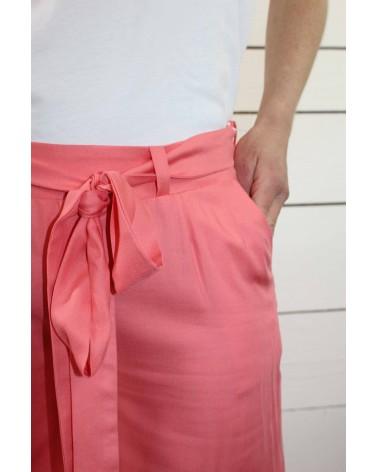 Tissu uni corail Eglantine et Zoe Sergé de Viscose patron pantalon medina short manege aime comme marie ceinture a nouer