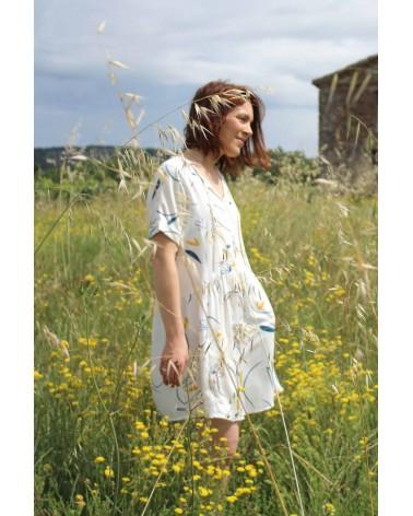 Tissu Bloom Nacre Sergé de Viscose Eglantine et Zoé parfait pour coudre votre garde robe patron robe guinguette de cousette