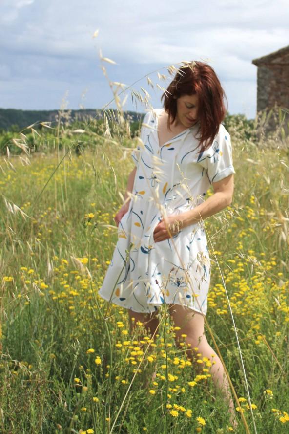Tissu à motif Bloom Nacre Sergé de Viscose Eglantine et Zoé patron robe guinguette de cousette legere et ample