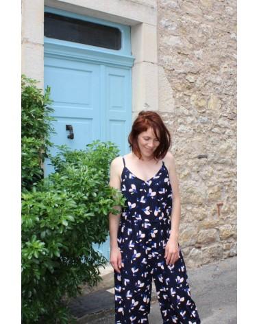 Tissu motif Pétali Bleu Marine Eglantine et Zoe Popeline de Viscose  combipantalon Freja Slow sunday avec bretelles