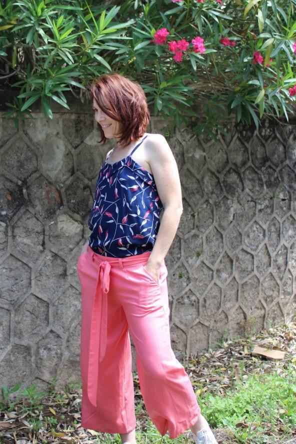 Tissu motif Avena Bleu Atlantique Eglantine et Zoe Crêpe de Viscose Top Louise Republique du Chiffon débardeur a fines bretelles