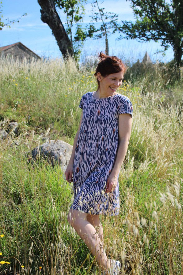 Tissu Zebra Rose Perle Eglantine et Zoe Crêpe de Viscose patron robe it miroir hack aime comme marie