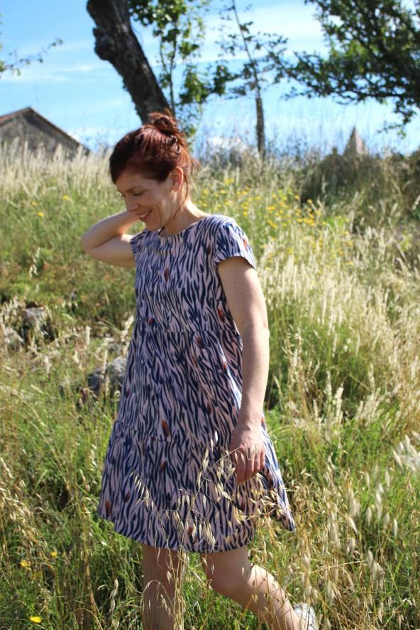 Tissu Zebra Rose Perle Eglantine et Zoe Crêpe de Viscose patron robe it miroir aime comme marie version courte coupe babydoll