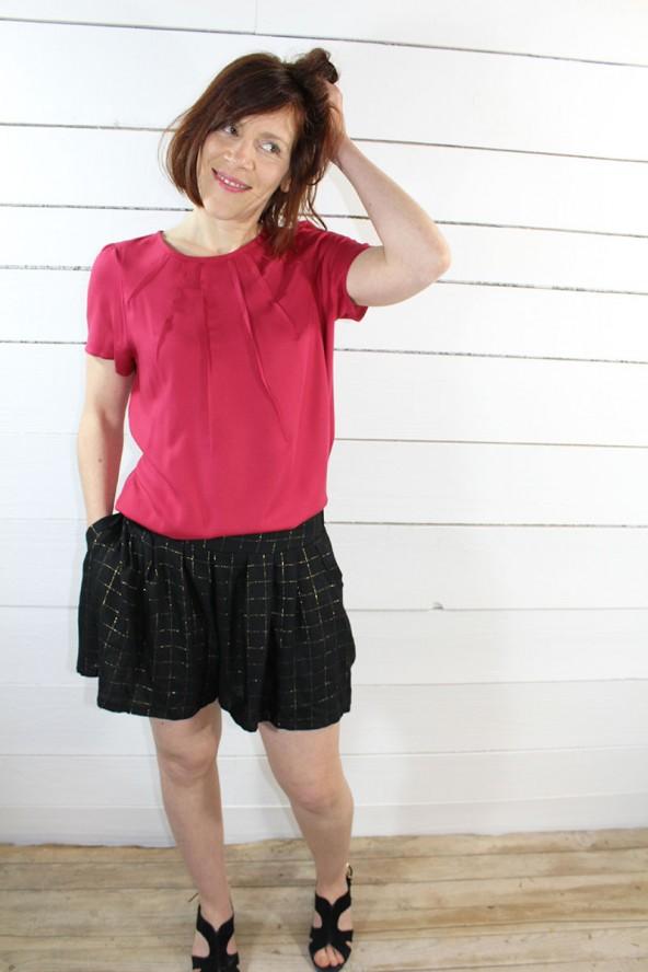 Tissu Sergé de Viscose Rose Grenadine Eglantine et Zoe Blouse zenith de maison fauve short jupe culotte noir a carreaux dores