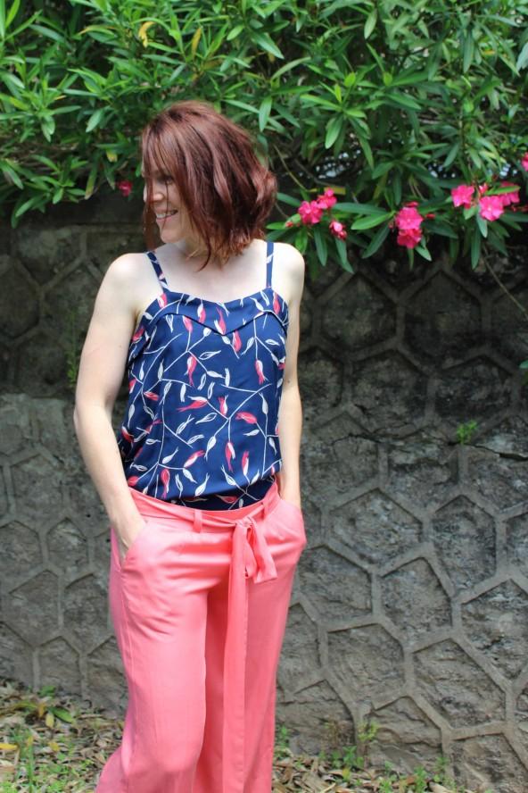 Tissu uni corail Eglantine et Zoe Sergé de Viscose patron pantalon medina short manege aime comme marie taille basse