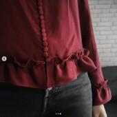 @by_nevablum nous enchante avec ses blouses unies...   ❤️ Version Bordeaux inspirée de @thekooples : patron de la chemise Azur d'@atelierscammit à laquelle elle a ajouté des boutons et des volants 🖤 Version Noire inspirée de @sezane : blouse Cléo de @makemylemonade avec une accumulation de petits boutons à la place de deux gros boutons.   ✂️ Merci d'avoir sublimé notre Crêpe de Viscose Bordeaux, notre Crêpe de Viscose Noir Réglisse et nos Boutons Chic Noir Réglisse. Et ces boards d'inspiration sont tellement canons !  #eglantineetzoe #azuratelierscammit #blousecleo #MakeMyLemonade #LemonadePatternCorner #passioncouture #lovingsewing #jecoudsmagarderobe #jeportecequejecouds #jecoudsdoncjesuis #jecoudspourquoi #coutureaddict #sezanelike #moderesponsable #coutureethique #slowfashion #patroncouture #nosclientesontdutalent