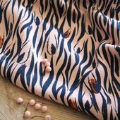 🌷 Notre Pré-collection Printemps Eté est disponible sur le site et notre duo Zebra attire tous les regards !  🌸 Subtile alliance entre le rose perle, le bleu atlantique et l'orange, ce tissu nous inspire des coupes très féminines pour le printemps.  👗 On vous a donc fait une petite sélection d'associations patrons / tissu Zebra Rose Perle que l'on trouve canons. Parmi les versions proposées, devinez laquelle nous avons confectionnée...?  - #robegloria de @clematisse.pattern  - #aimecommemiroir de @aime_comme_marie transformée en robe - #robeportofino de @estelle_spch  - #combishortyvonne de @republiqueduchiffon   ❓ Et vous, quel mix patron / tissu vous plait le plus ?   Retrouvez toutes nos inspirations en Zebra sur notre Blog ! 😉⤵️ http://bit.ly/EZ-eclosion-de-zebra  ---------------------------------------------------------- 🌷 Our Spring Summer Pre-Collection is now available on the site and our Zebra duo is a real eye-catcher!  🌸 Subtle alliance between pearl pink, atlantic blue and orange, this fabric inspires us very feminine cuts for spring.  👗 We have made a small selection of Zebra Pink Pearl pattern/cloth combinations that we find gorgeous. Among the proposed versions, guess which one we made...?  ❓ And you, which pattern / fabric mix do you like the most?   Find all our inspirations in Zebra on our Blog ! 😉⤵️ http://bit.ly/EZ-eclosion-de-zebra  #eglantineetzoefabrics #eglantineetzoe #zebraroseperle #republiqueduchiffon #aimecommemarie #clematissepattern #apollinepatterns #tissuzebre #tissuprintemps