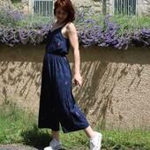 Passion Zebra Bleu 🦓💙 Encore une fois, j'ai cousu l'un de nos tissus d'hiver iconiques pour les beaux jours ! Et je trouve que l'association patron tissu est superbe !  Cousu dans le patron de la #combinaisonfreja de @slow_sunday_paris, notre #zebrableuatlantique m'a accompagné une bonne partie de l'été ! 🍃  Entre la douceur du Bleu Atlantique et le peps du Rose, les zebrures se sont entremêlées pour finalement offir un tissu aussi estival qu'hivernal...  Je suis fan ! Et vous, quel tissu avez-vous cousu cet été ? 😊  --------------- Passion Zebra Blue 🦓💙 Once again, I've sewn one of our iconic winter fabrics for the warm weather! And I think the fabric pattern combination is gorgeous!  Sewn into the #frejajumpsuit pattern from @slow_sunday_paris, our #zebrableuatlantique has been with me a lot this summer! 🍃  Between the softness of the Atlantic Blue and the pep of the Pink, the zebras intertwined to finally offer a fabric that is as summery as it is wintery....  I'm a fan! What about you, what fabric did you sew this summer ? 😊  #eglantineetzoe #magarderobecousuemain #vacancescouture #eglantineetzoefabrics #motifzebra #inspirationspatrons #associationpatrontissu