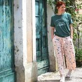 Avena Nude, délicat et sauvage ! 🌾 Notre joli tissu #avenanude s'est transformé sous ma machine en un superbe pantalon que je ne vous présente plus. Vous l'avez sûrement reconnu, il s'agit du fameux pantalon issu du #shortmanège d' @aime_comme_marie que j'ai beaucoup cousu cette saison. 💗  Entre Vert Sauge et Vert Emeraude, Avena Nude s'impose comme un joli motif à la fois brut, espiègle et délicat. Il sera idéal pour vos cousettes d'été ou de cérémonies.  Et vous, que vous inspire notre Avena Nude ? 🥰  ------------- Avena Nude, delicate and wild! 🌾 Our pretty #avenanude fabric has transformed under my machine into a gorgeous pair of pants that I don't need to introduce to you anymore. You probably recognized it, it's the famous pants from @aime_comme_marie's #shortmanège that I've been sewing a lot this season. 💗  Between Sage Green and Emerald Green, Avena Nude stands out as a pretty design, at once raw, playful and delicate. It will be ideal for your summer or formal sewing.  How does our Avena Nude inspire you? 🥰  #eglantineetzoe #jecoudsmagarderobe #magarderobecousuemain #eglantineetzoefabrics #motifavena #lesherbesfolles #inspirationspatrons #associationpatrontissu