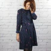 La semaine démarre bien puisqu'elle commence en #zebrableu et en #robemaia de @maisonfauve ! J'adore cette association patron / tissu, je la touve moderne, féminine et confortable tout à la fois !  Ce tissu a été imprimé en impression traditionnelle, il est donc bleu aussi à l'intérieur. Le rendu du vêtement fini est donc plus joli et c'est aussi plus simple à coudre ! Et bien sûr, la robe n'est pas doublée car ce tissu n'est pas du tout transparent.  Et vous, il vous inspire quoi notre motif exclusif Zebra Bleu ?  #eglantineetzoe #tissuseglantineetzoe #maisonfauve #patronrobe #dresspattern #jolitissu #tissuzebre #jeportecequejecouds #instacouture #sewinginspiration #dressmaking #memadeeveryday #sewcialists #memade #imakemyclothes #handmadewardrobe #jecoudspourmoi #sewingpattern #patroncouture