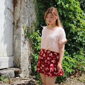 🌞 Nous sommes en vacances, mais nous ne vous oublions pas ! Voici donc nos jolies cousettes chéries de l'été photographiées sous le soleil de notre campagne. Et forcément qui dit vacances, dit pas de réponse à vos questions immédiatement. Nous vous répondrons dès notre rentrée. 🌞  Patron Haut : #blousevikky d' @annarosepatterns  Tissu : Crêpe de Viscose #uninude   Patron Bas : #jupepeach de @joli_lab  Tissu : Popeline de Viscose #petalirougegrenade ❤️  ------------- 🌞 We're on vacation, but we haven't forgotten about you! So here are our lovely summer sewings photographed under the sun of our countryside. And of course, when you say vacation, you don't mean that we will answer your questions immediately. We will answer you as soon as we get back to work.🌞  Top pattern: #vikkyblouse by @annarosepatterns  Fabric : Viscose crepe #uninude   Pattern: #peachskirt from @joli_lab  Fabric: #petalirougegrenade Viscose Poplin ❤️  #eglantineetzoe #cousettedété #jecoudsmagarderobe #jecoudsdoncjesuis #lesherbesfolles #pauseestivale #vacancescouture