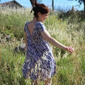🌞 Nous sommes en vacances, mais nous ne vous oublions pas ! Voici donc nos jolies cousettes chéries de l'été photographiées sous le soleil de notre campagne. Et forcément qui dit vacances, dit pas de réponse à vos questions immédiatement. Nous vous répondrons dès notre rentrée. 🌞  Patron : Robe tirée de la #blouseitmiroir de @aime_comme_marie  Tissu : Crêpe de Viscose #zebraroseperle 🦓🌸  ------------- 🌞 We're on vacation, but we haven't forgotten about you! So here are our lovely summer sewings photographed under the sun of our countryside. And of course, when you say vacation, you don't mean that we will answer your questions immediately. We will answer you as soon as we get back to work.🌞  Pattern: Dress from the #itmiroirblouse de @aime_comme_marie  Fabric : Viscose crepe #zebraroseperle 🦓🌸  #eglantineetzoe #cousettedété #jecoudsmagarderobe #jecoudsdoncjesuis #lesherbesfolles #pauseestivale #vacancescouture