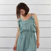 🌱 Celle que je voulais coudre depuis si longtemps.... ! J'ai nommé la robe Portofino d'Apolline Patterns d' @estelle_spch.  🍃 Bretelles fines, jeu de jolis petits volants, boutons décoratifs et jupe confortable, c'est la parfaite petite robe d'été facile à porter. Pour mettre en avant ces beaux détails du patron, j'ai opté pour un tissu uni. Comme vous le savez, j'adore les motifs, mais il faut aussi reconnaître les nombreux atouts des tissus unis ! Il s'agit de notre Crêpe de Viscose Vert Sauge qui à la fois vert (la base !), doux et délicat.  🌱 La seule modification que j'ai faite est l'ajout de fronces au niveau de la jupe pour être bien à l'aise à ce niveau ! 🙈 Sinon tout tombe nickel et le modèle est très agréable à coudre et tout autant à porter.  🍃 Alors ce beau Vert Sauge, en quel modèle le transformerez vous à votre tour ?  PS : Une jolie surprise s'est glissée dans notre dernier article de Blog : découvrez la vite ! ✨➡️ bit.ly/grand-nuancier-ez  --------------------------------------------------------------------------------  🌱 The one I wanted to sew for so long.... ! I named the Portofino dress by Apolline Patterns by #estellespch.  🍃 Thin straps, a set of pretty little ruffles, decorative buttons and a comfortable skirt, it's the perfect little easy summer dress. To highlight these beautiful details of the pattern, I opted for a plain fabric. As you know, I love patterns, but you have to admit that plain fabrics have a lot going for them too! This is our Vert Sauge Viscose Crepe which is both green (the base!), soft and delicate.  🌱 The only alteration I made was to add gathers to the skirt to be comfortable there! 🙈 Otherwise everything falls neatly and the pattern is very nice to sew and equally nice to wear.  🍃 So this beautiful Vert Sauge, which pattern will you turn it into?  PS: A nice surprise sneaked into our last Blog post : find it out now ! ✨➡️ bit.ly/grand-nuancier-ez  #eglantineetzoe #crepevertsauge #tissuuni #robeverte #greendress #tissuse
